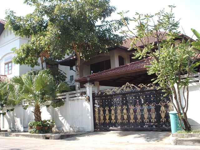 Ramkumhang big house for rent 90 sqw tararom for Extremely cheap houses