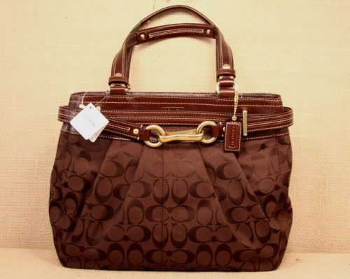 ==OUT OF STOCK==กระเป๋า COACH HAMPTON SIG CARRYALL TOTE 15672 ฟรี Juicy couture spin globe necklace