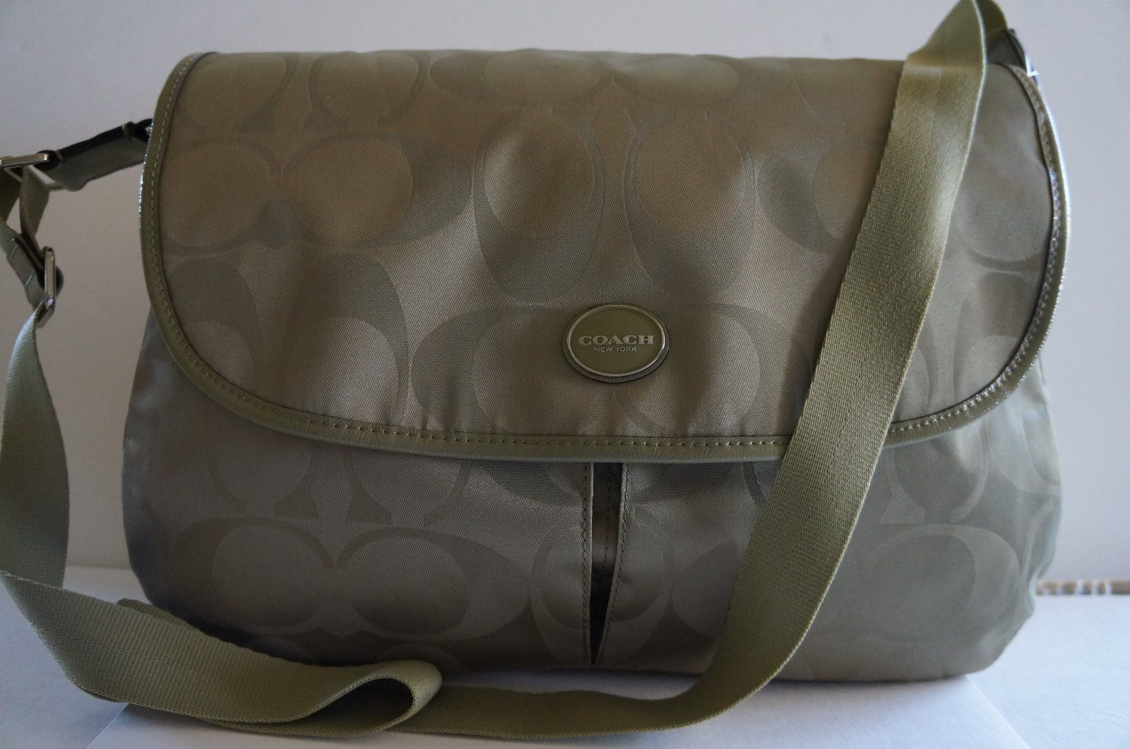 กระเป๋าสะพายข้าง COACH SIGNATURE NYLON MESSENGER CROSSBODY SHOULDER BAG SAGE  F77490