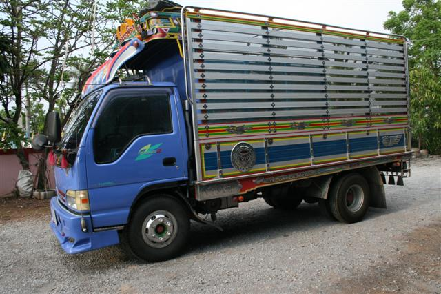  6  isuzu  NPR 