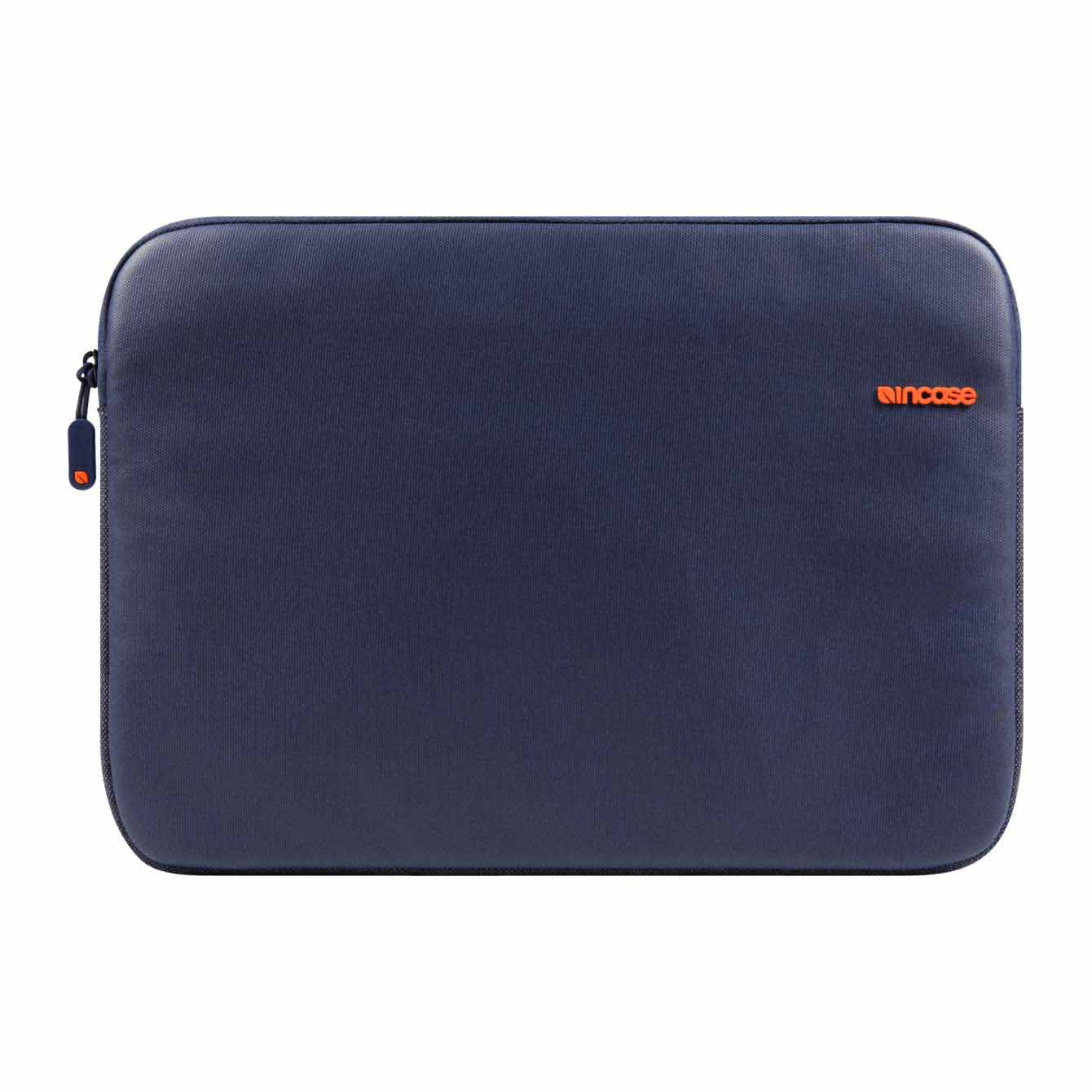 Incase City Sleeve Complete protection for your  MacBook air 11 สีน้ำเงิน