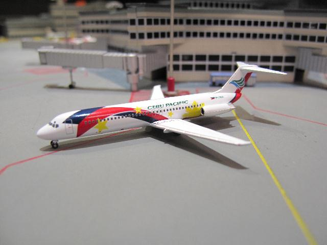 HERPA WINGS 1:500 CEBU PACIFIC DOUGLAS DC-9-30 \'100 YEARS\' RP-C1536 HW524049