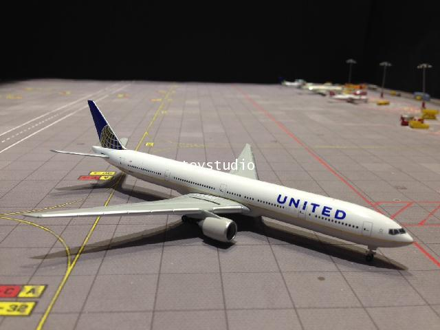HERPA WINGS 1:500 United 777-300ER N58031 HW528877