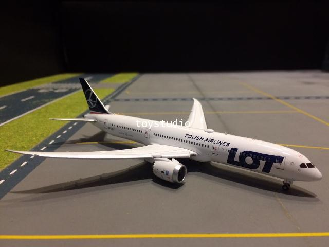 JC WINGS 1:400 LOT Polish 787-9 SP-LSA FD XX4424A