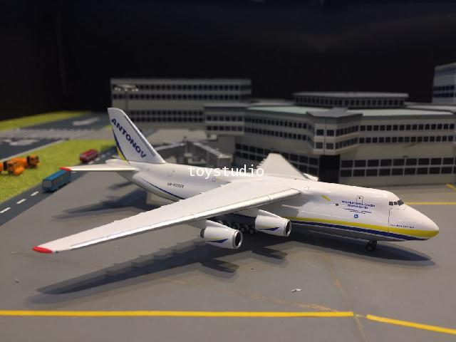 HERPA WINGS 1:500 Antonov AN-124 UR-82029 HW526777-002