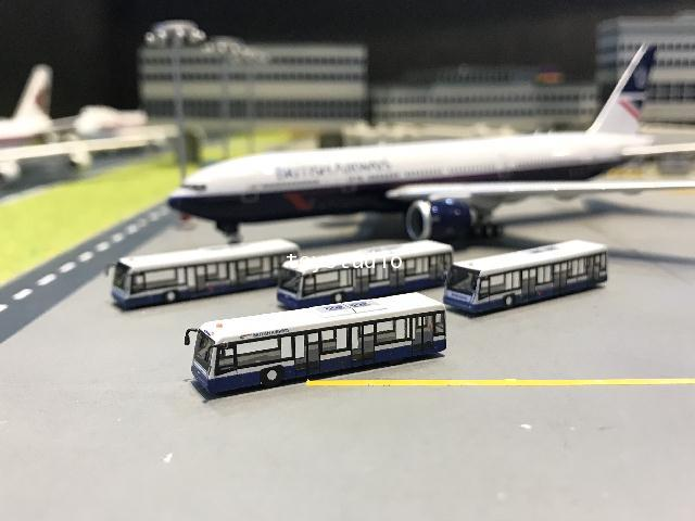 FantasyWings 1:400 British Airport Bus X 4 AA4004