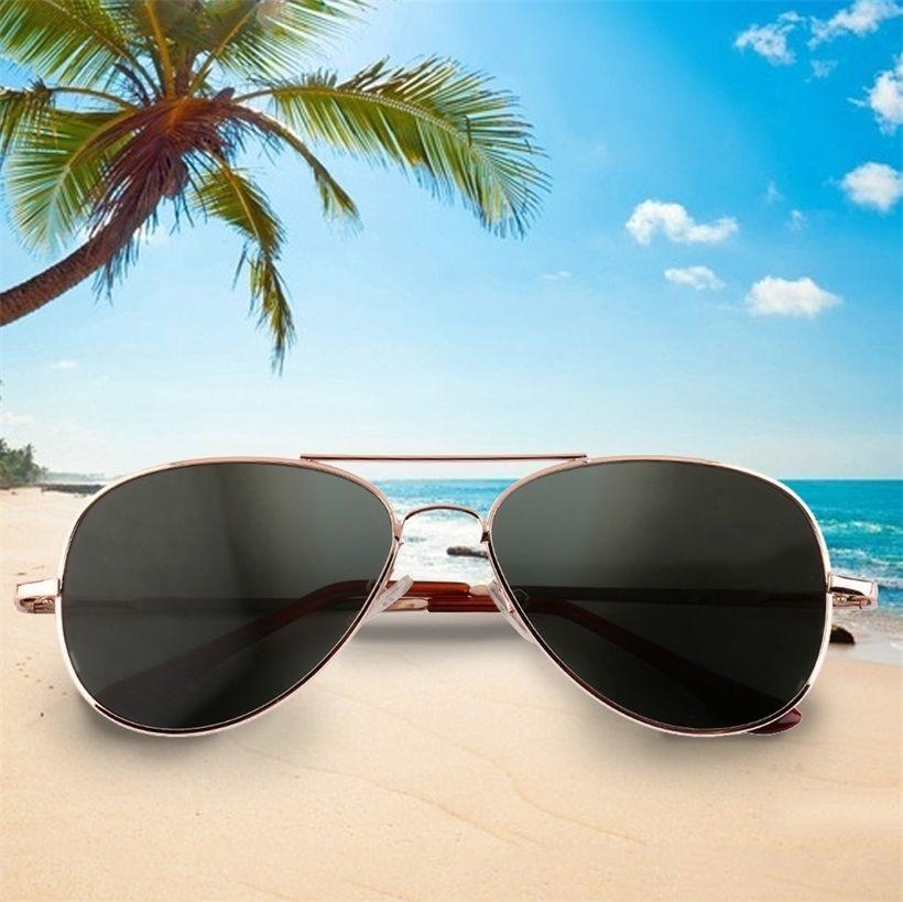 แว่นตากันแดด สไตล์นักสืบ  สั่งซื้อวันนี้  ราคาเพียง  799  บาทเท่านั้น!!!