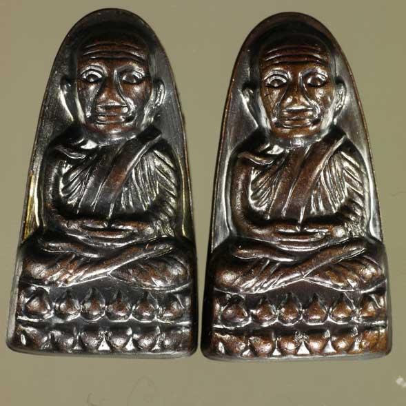 พิมพ์หลังหนังสือ วาระ ๓ พิมพ์มี  ท หลวงปู่ทวด ออกปี ๕๕ เสาร์ ๕ มหามงคล พิธีเททองนำฤกษ์