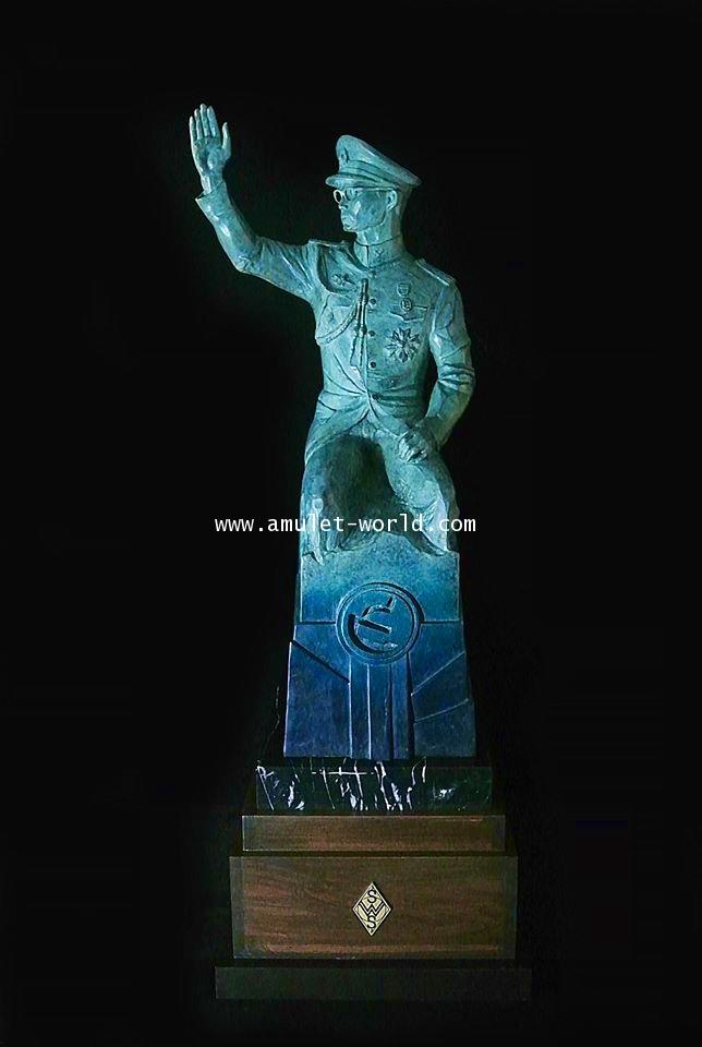 ประติมากรรม ทรงโบกพระหัตถ์ สูงรวมฐาน 89 ซม. เนื้อเขียวมาลาไคท์ ศิลปิน อ.ศักดิ์วุฒิ วิเศษมณี