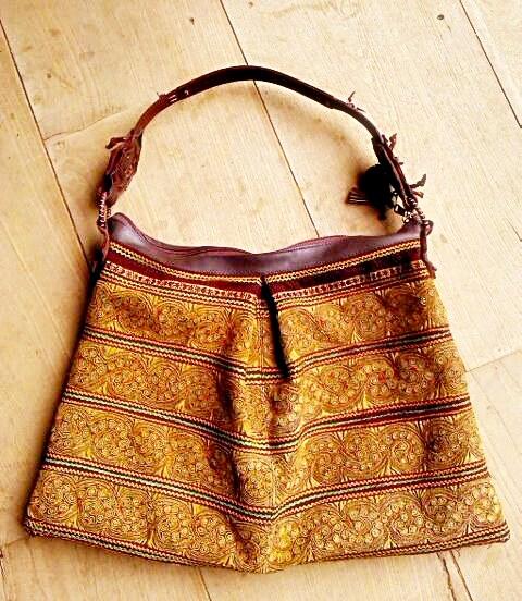กระเป๋าถือ ผ้าชาวเขา ลายไทยสวย สีเหลืองทอง A 029