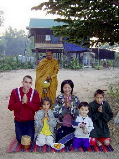 มาร์ติน วีลเลอร์ บัณฑิตเคมบริดจ์ สะดุดฝันชีวินหมู่บ้านอีสาน2