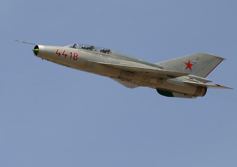 MIG-21 UM 1/72 & A-10 Thunderbolt 1/144