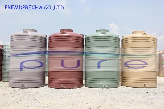 จะเลือกใช้ถังเก็บน้ำบนดินแบบไหนดีระหว่างถังน้ำสีฟ้ากับลายแกรนิต