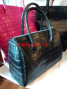 crocodile leather medium carry all bag in black