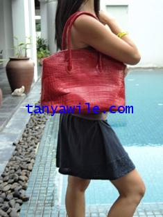 crocodile leather medium shoulder bags in red