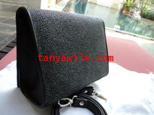 sting ray leather clutch in black color/glittering finish