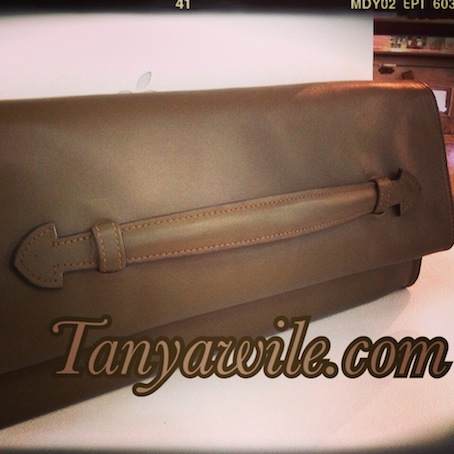 Soft leather clutch with detachable strap in khaki color