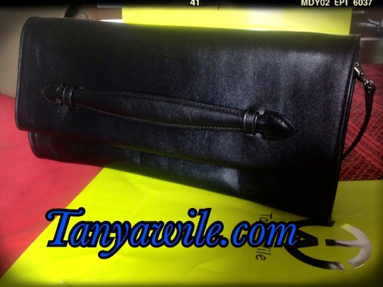 Soft leather clutch with detachable strap in black color