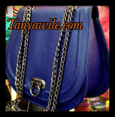 Classic flap with chain effects in all navy blue saffiano leather