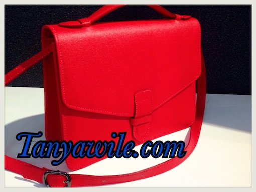 Envelope style shoulder bag with single single handle in lipstick red